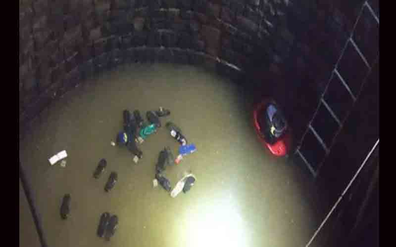 In Madhya Pradesh, three people died after 30 people fall into a well