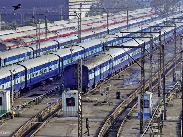 Indian Railways extends Covid Guidelines : Fine for not wearing masks Rs 500