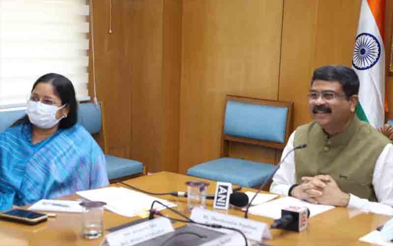 School Innovation Ambassador Training Program was launched jointly by Dharmendra Pradhan and Arjun Munda.