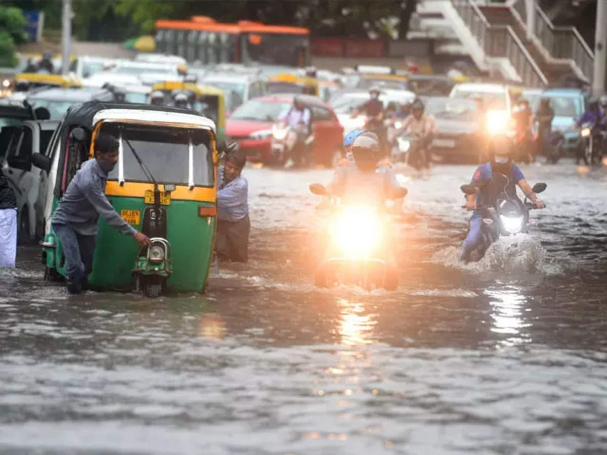 Orange alert in Delhi today, traffic may be disturbed, drains may get closed, power failure too