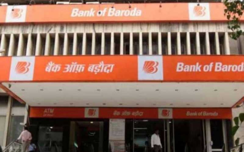 After an argument over not wearing a mask, the bank's security guard in Bareilly was arrested for firing at a customer