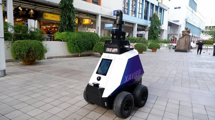 Robots are now patrolling the streets of Singapore to prevent