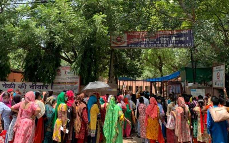 Hunger crisis among urban poor as jobs decrease and savings deplete