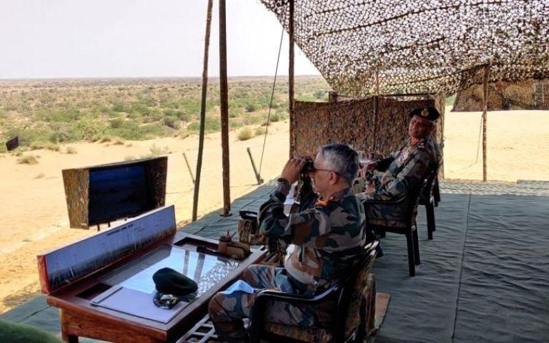 Rajasthan: Army Chief visits shooting of Howitzers, Bofors, and Sharang