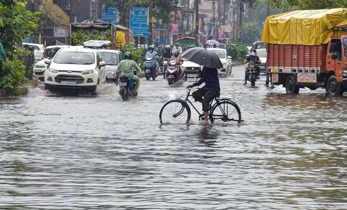 Heavy rain lashes Delhi, adjoining areas