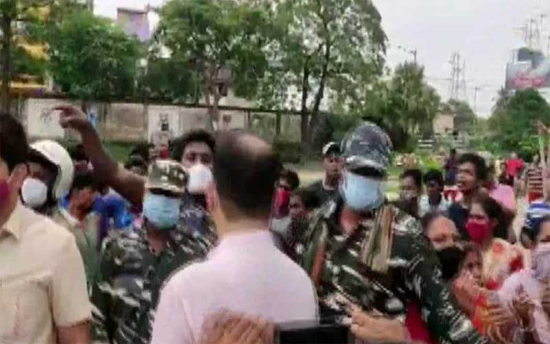 During a visit to West Bengal to investigate post-election violence, an NHRC team was attacked in Jadavpur.