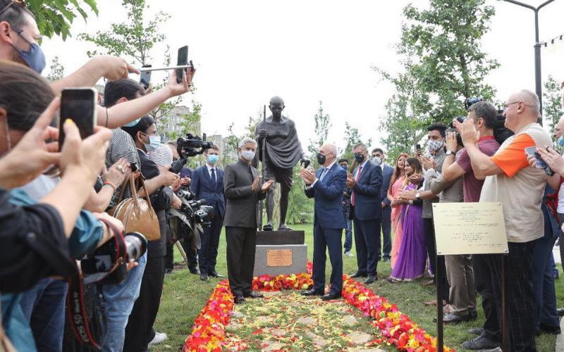 Marking Off Two-Day Visit, EAM S Jaishankar Unveils Mahatma Gandhi Statue in Georgia
