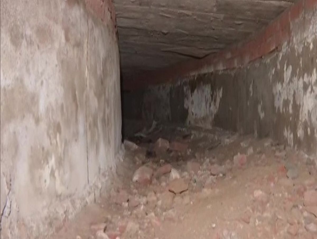 Breaking- The mysterious tunnel has reached Red Fort discovered at Legislative Assembly: Delhi
