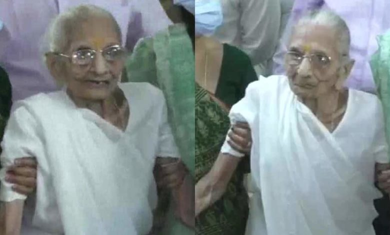 Gandhinagar Election: Narendra Modi's Mother becomes an inspiration, casts vote at 99 years old.